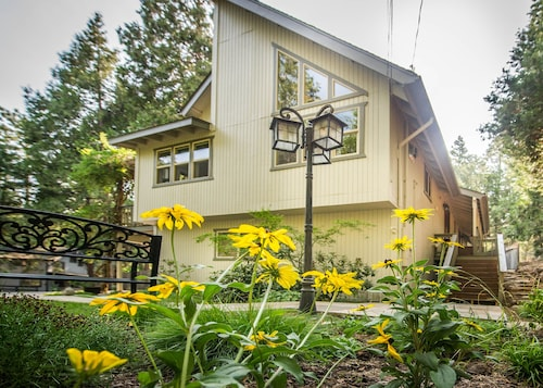 Book Your Summer Retreat on the Edge of the Stanislaus National Forest!
