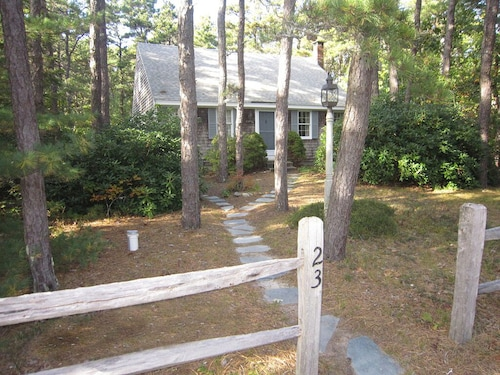 Charming 3 BR Cape Home Minutes to Duck Pond & White Crest Beach
