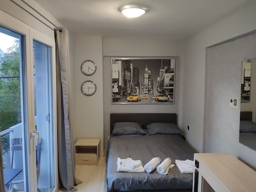 Self-catering Accommodation Located in the City Centre of Kalamaria Thessaloniki