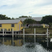 2 Houses 4 Bedroom With Dock $250.00 for Main House, Golf Cart for $50 per day