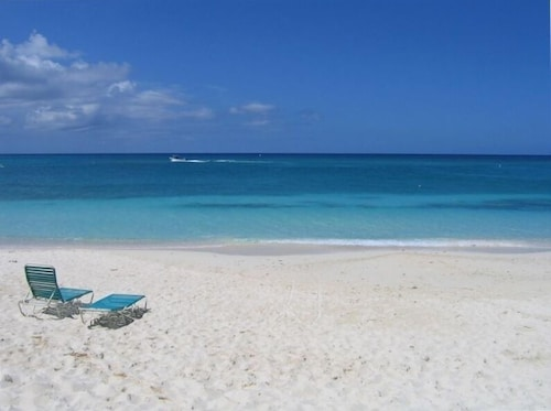 Grand Cayman - Seven Mile Beach Condo