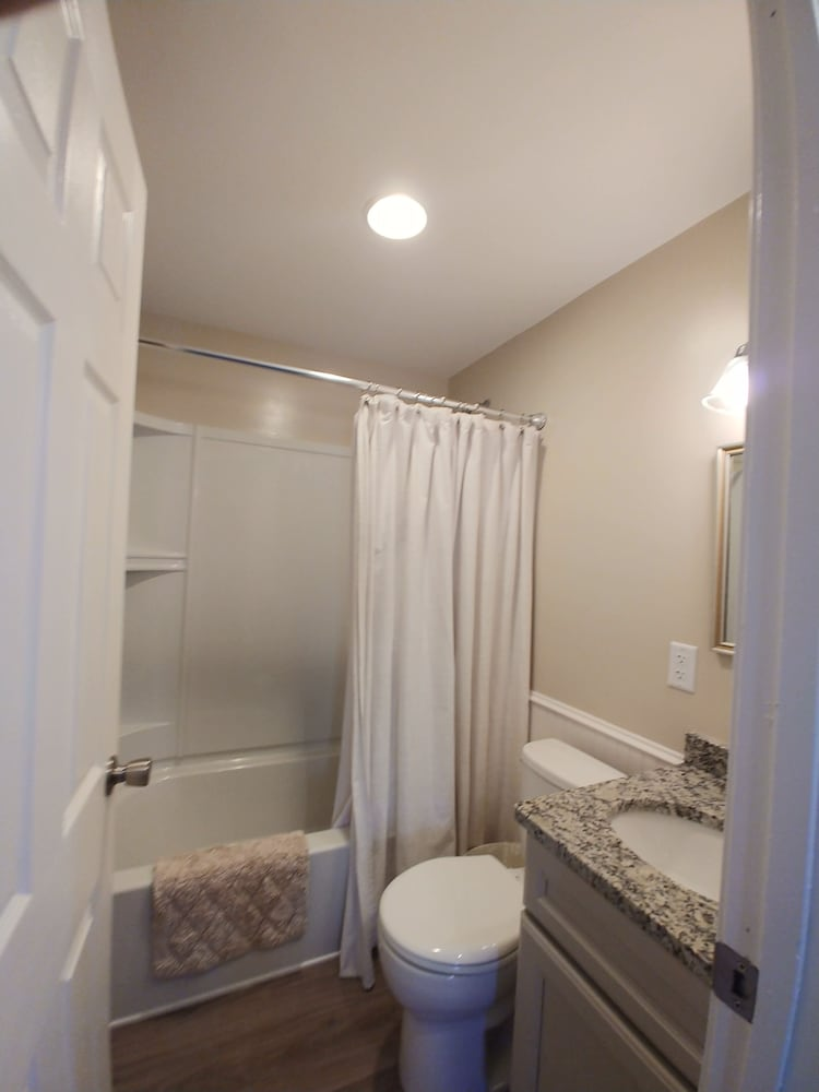 Bathroom, Oceanside Cottage w/3 Bedrooms and Private Beach