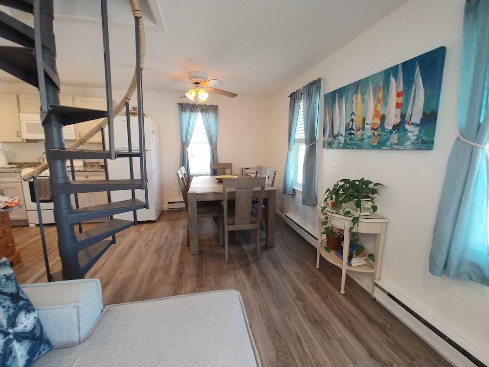 Room, Oceanside Cottage w/3 Bedrooms and Private Beach