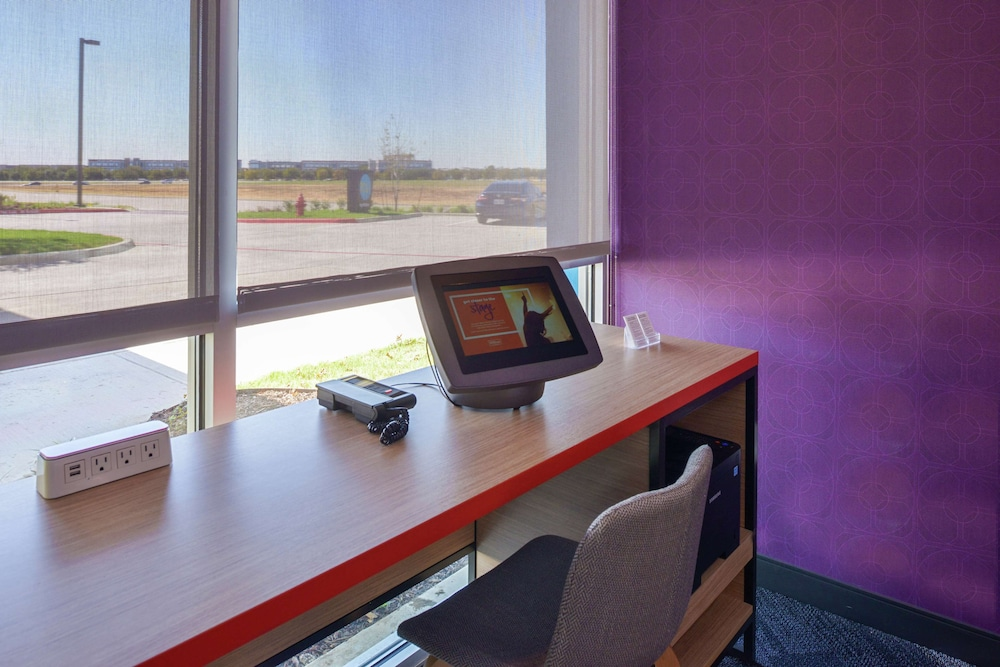 Business Center, Tru by Hilton Coppell DFW Airport North