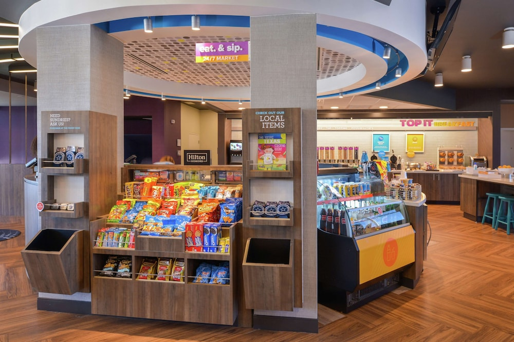 Snack Bar, Tru by Hilton Coppell DFW Airport North
