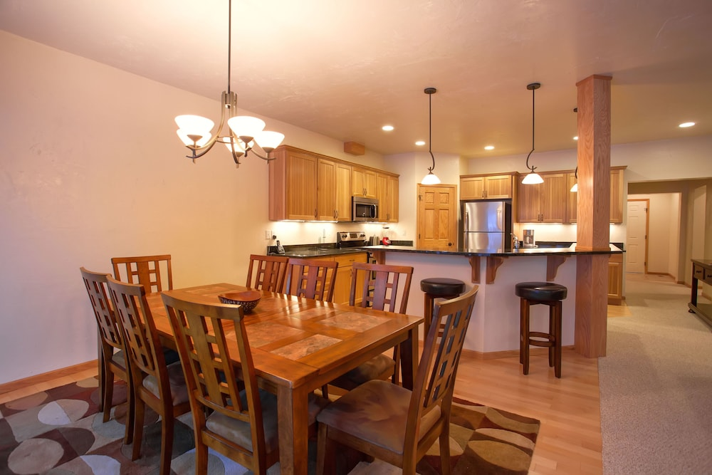 Private Kitchen, Copperwood #8 - 2 Br Condo