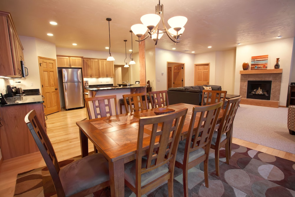 Dining, Copperwood #8 - 2 Br Condo