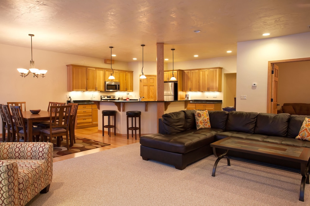 Interior, Copperwood #8 - 2 Br Condo