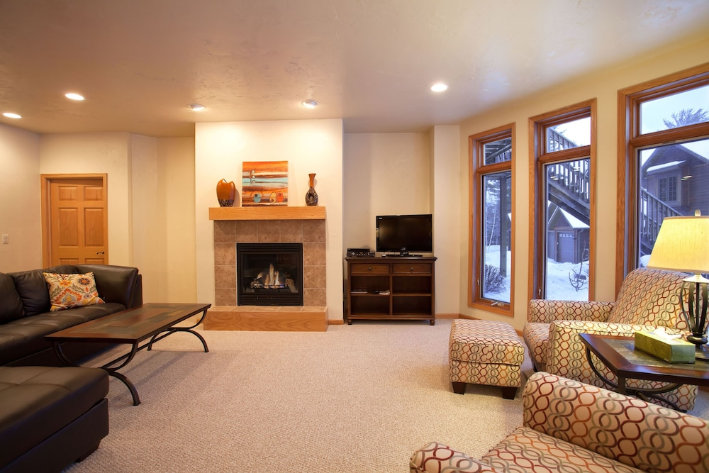 Living Room, Copperwood #8 - 2 Br Condo