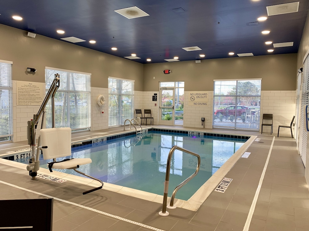 Indoor Pool, Hampton Inn & Suites Ocean City West