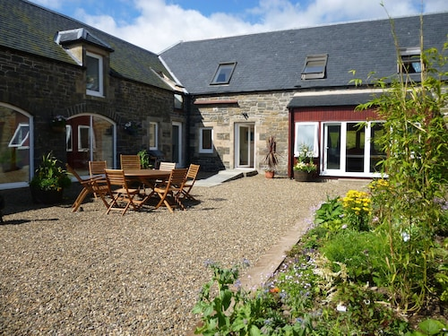 The Byres - A Stunning 7 Bedroom House, Sleeps 16