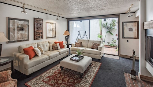 Fall/winter Special Rates Mid-century Mod w/ Fireplaces - Downtown Near Legoland