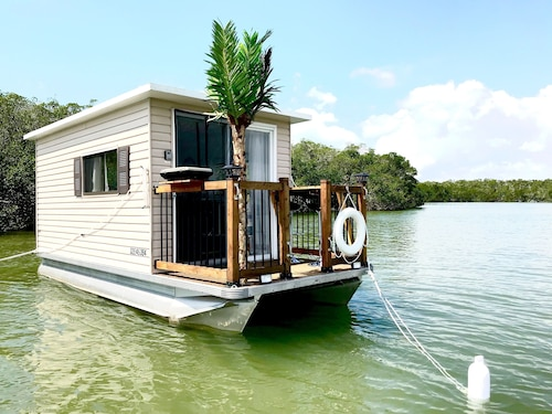 A Peaceful Solar Houseboat at Anchor in the Keys