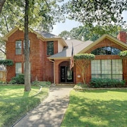 Convenient to DFW Airport, Shopping and Parks