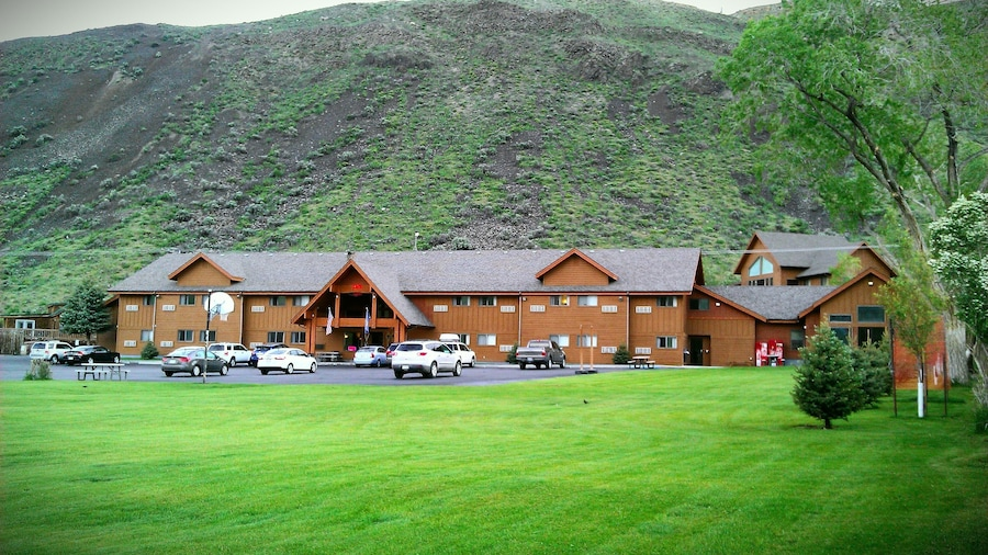 Yellowstone Village Inn and Suites