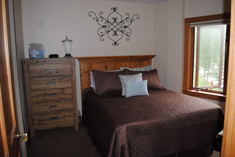 Superb 1Br 2 Full Baths Murphy Bed Sleeper Sofa Sleeps 6 Walk Gmtry Best Dining Table And Chair Ideas Images Gmtryco