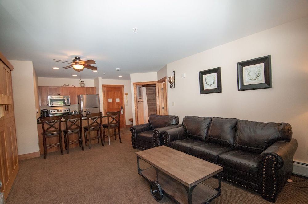 Outstanding 1Br 2 Full Baths Murphy Bed Sleeper Sofa Sleeps 6 Walk Gmtry Best Dining Table And Chair Ideas Images Gmtryco