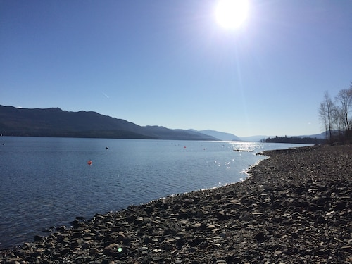 Shuswap Lake Waterfront Home for Rent