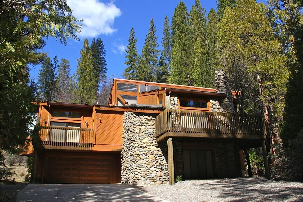 Picture of: Frank Lloyd Wright Inspired Home Inside Yosemite Nat L Park Central A C 3 Decks In Yosemite National Park Ca Expedia