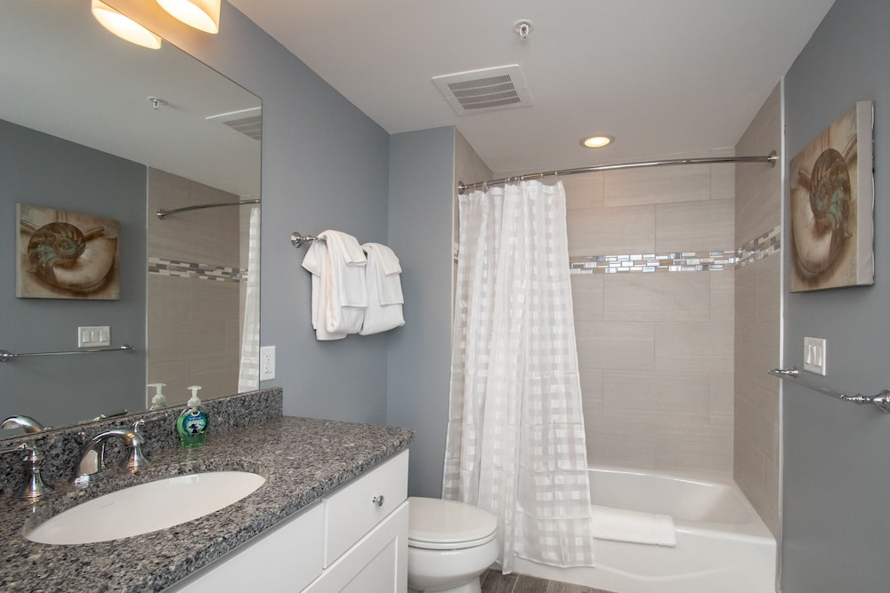 Bathroom, Luxury Condo 1 Block From the Beach!! Great Location With Marina & Bay Views