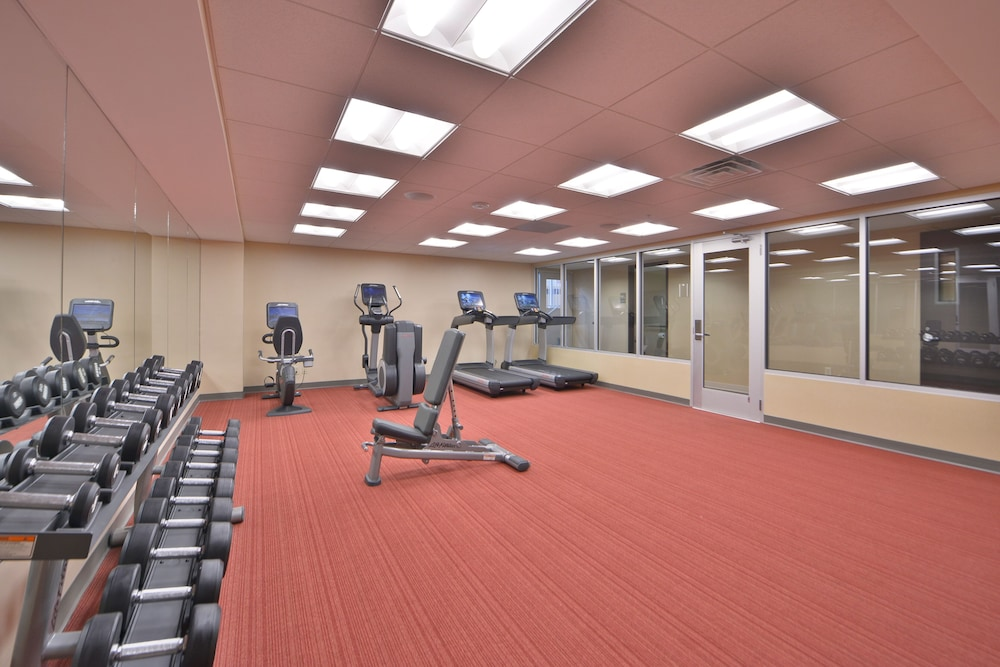 Fitness Facility, Luxury Condo 1 Block From the Beach!! Great Location With Marina & Bay Views