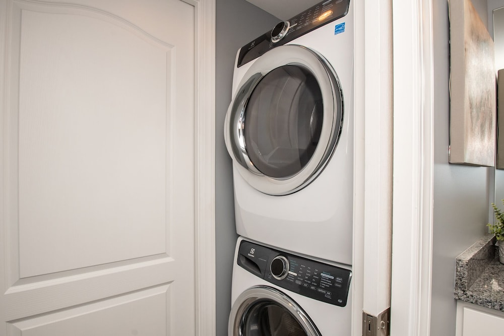 Laundry Room, Luxury Condo 1 Block From the Beach!! Great Location With Marina & Bay Views