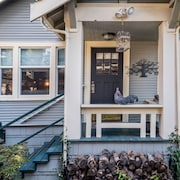 Classic Queen Anne Craftsman Guest House:, Views, Walk to Space Needle