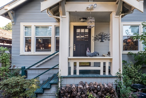 Sweet Historic Queen Anne Bungalow:, Views, Walk to Space Needle