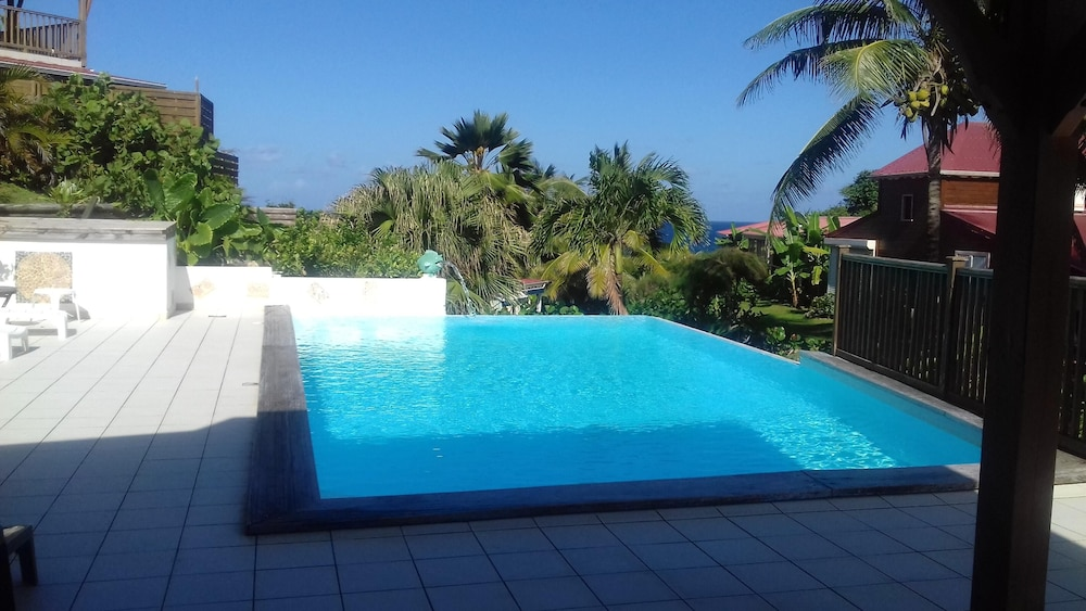Pool, Bungalow With 3 Bedrooms in Le Moule, With Wonderful sea View, Shared Pool, Furnished Garden - 6 km From the Beach