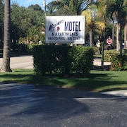 Location! Location! Stay in the Heart of Olde Naples