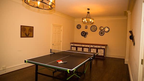 10 bedrooms, desk, iron/ironing board, WiFi