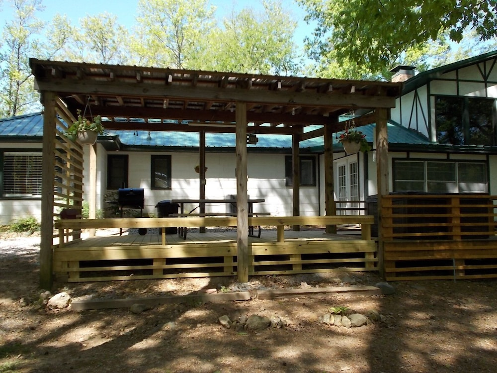 , Caddo River Crossing Cabin C/D - River View and Acccess