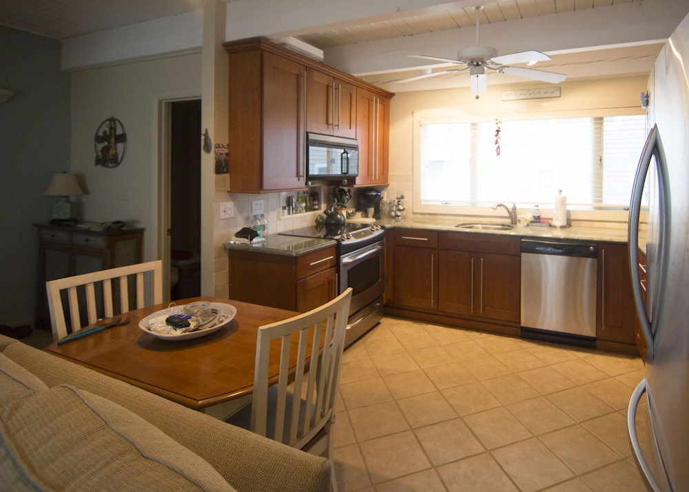 Private Kitchen, Family-friendly Private Beach Area in the Heart of Delaware's Quiet Beaches