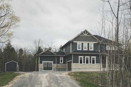 Luxury 7 Brm, 2 Acre Estate Home IN Carleton Place, 20 MIN TO Kanata