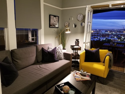 Cozy Downtown Apartment Footsteps From Baseball Stadium