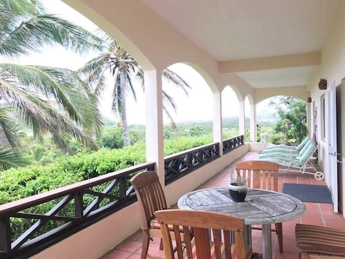 ST Kitts 'turtle Nest' At Turtle Beach, A Comfortable Two Bedroom Apartment