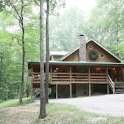 2 Story log Cabin on 50 Acres. Large Fireplace, hot Tub, Covered Porch