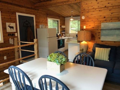 Updated, Furnished, 4 Bdrm Family Cottage in Port Franks on Lake Huron