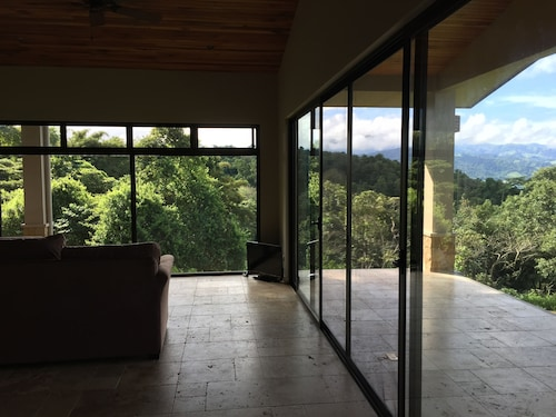 On Lake Arenal - Near La Fortuna and Arenal Volcano - Free Wifi