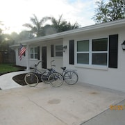 Recently Renovated, Private Beach Ferry, Bikes, Bbq, Beach Chairs..
