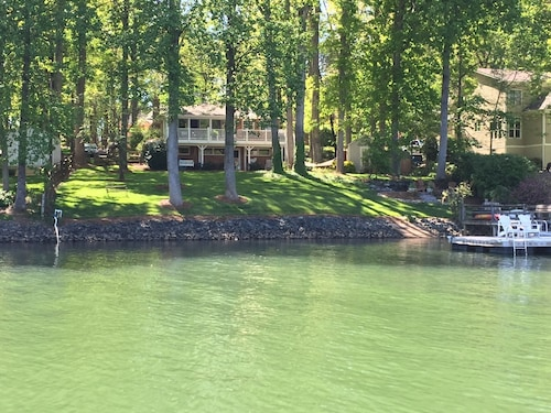 Charming Lake Norman Home- Beautiful Quiet Cove