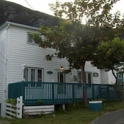 William Legrow House - in the Scenic Town of Bauline But So Close to St. John's