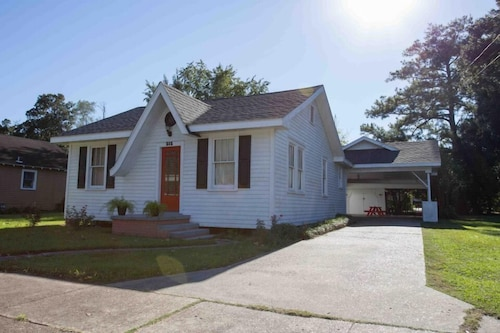 Cajun Home That Sleeps 8 Comfortably And Perfect Location To Explore Lafayette