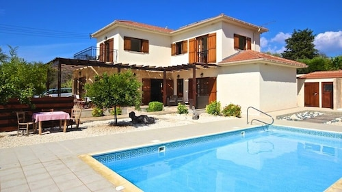 Detatched Villa With Pool Located in the Heart of Anogyra Village ,
