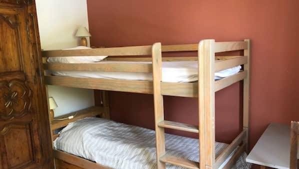 3 chambres, fer et planche à repasser, accès Internet, draps fournis