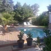 Beautiful Holiday Mazet With Pool Near the Roman City