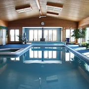 Private Resort With Indoor Pool That Sleeps 40+