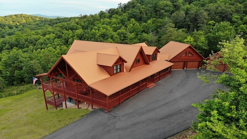 Beautiful new Cabin in Mt.airy With Amazing Views of the Blue Ridge Mountain