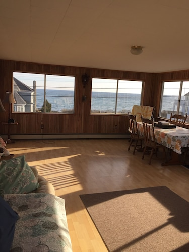 Pet Friendly! Enjoy Fantastic Water Views of the Atlantic and Nubble Lighthouse!