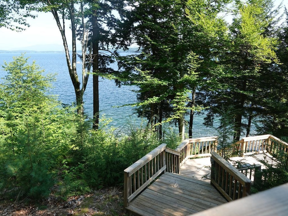 Waterfront Cabin With Private Dock on Rattlesnake Island